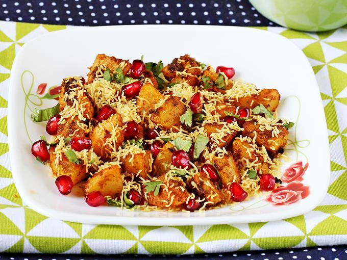 Dilli Street Wali Aloo Chaat Recipe